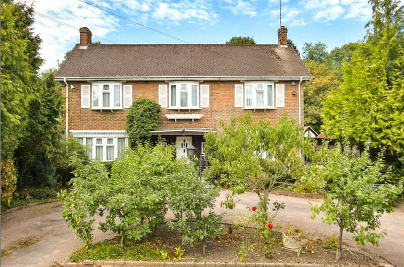 4 Bedrooms Detached House for sale in Barham Avenue, Elstree