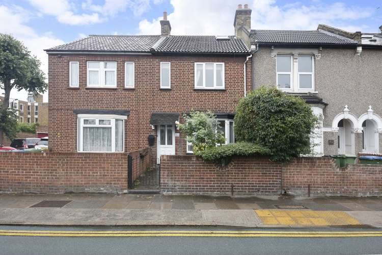 3 Bedrooms Terraced House for sale in Charlton Road London SE3