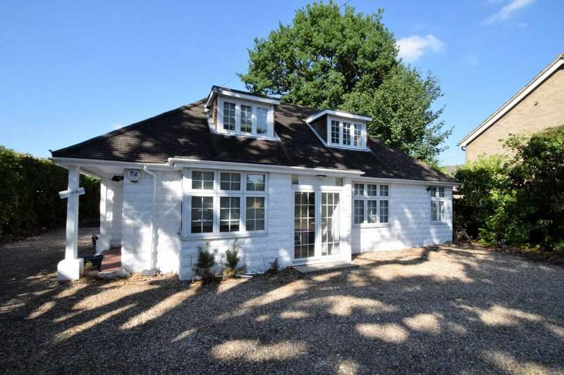 4 Bedrooms Detached House for sale in Handford Lane, Yateley