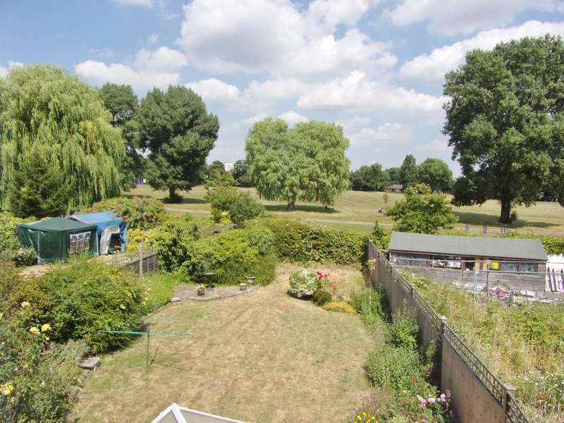 3 Bedrooms Semi Detached House for sale in Tennison Road, South Norwood