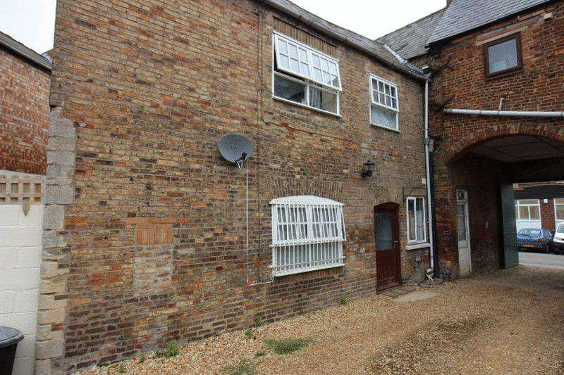 3 Bedrooms Terraced House for sale in South Street, Crowland
