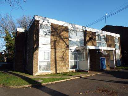 1 Bedroom Parking Garage / Parking for sale in Wendlebury Court, Dunstable Road, Luton, Bedfordshire