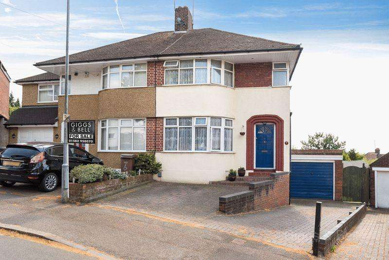 3 Bedrooms Semi Detached House for sale in *Family Friendly Location Ideal For The Discerning Buyer*