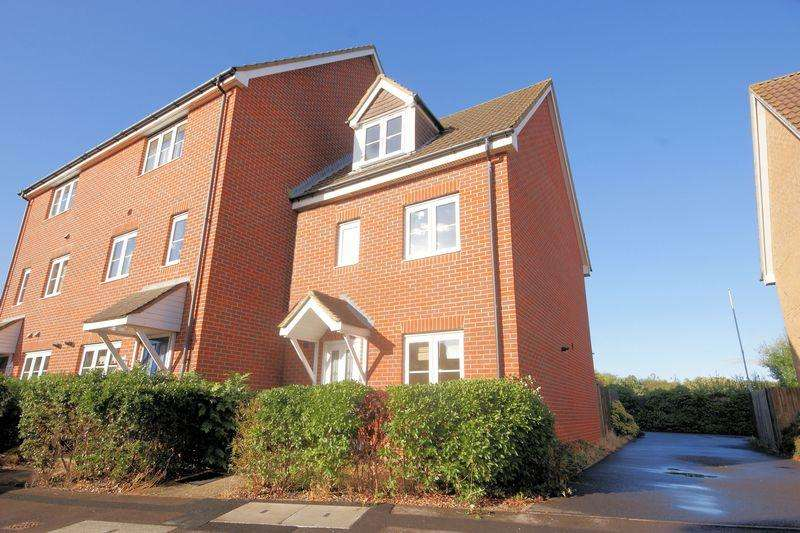 4 Bedrooms Town House for sale in Martinet Drive, Lee on the Solent, PO13