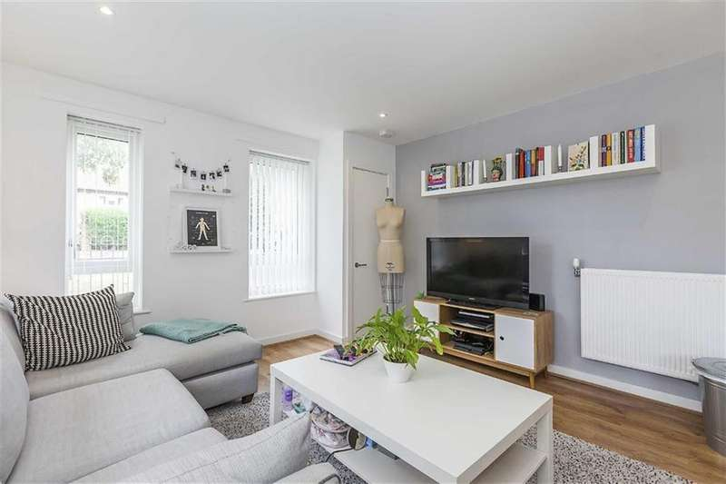 1 Bedroom Flat for sale in Titley Close, Chingford