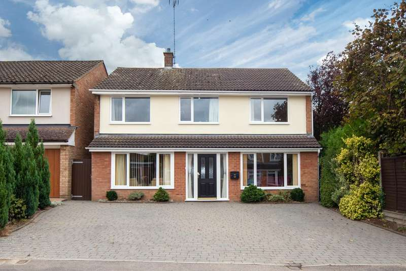 4 Bedrooms Detached House for sale in Keswick Close, Dunstable