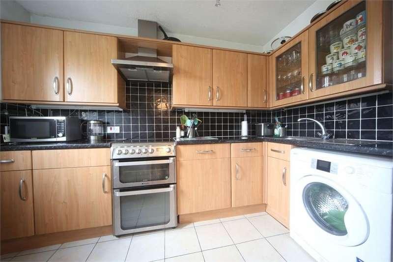 2 Bedrooms Maisonette Flat for sale in Emerald Court, Slough, Berkshire