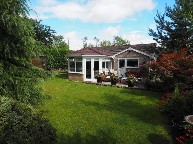 3 Bedrooms Detached Bungalow for sale in Park View Drive, Chapel-en-le-Frith, High Peak, Derbyshire, SK23 0LB