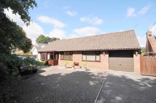 4 Bedrooms Bungalow for sale in Glenwood Road, West Moors
