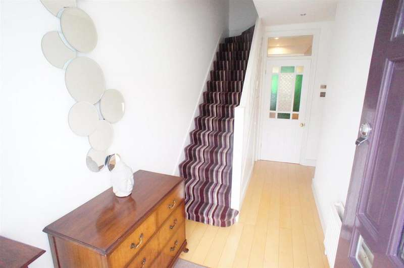 3 Bedrooms Terraced House for sale in Royston Avenue, London