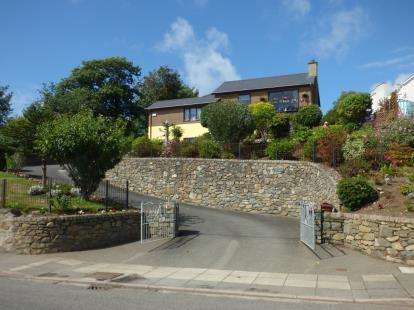 4 Bedrooms Detached House for sale in Abererch Road, Pwllheli, Gwynedd, LL53