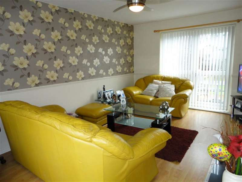 3 Bedrooms Terraced House for sale in Chatfield, Slough, Berkshire, SL2 1SH