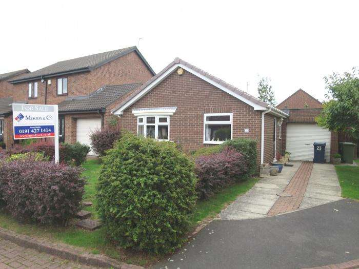 2 Bedrooms Detached Bungalow for sale in Porchester Grove, Boldon Colliery, NE35 9ND