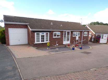 2 Bedrooms Bungalow for sale in Wheatland Close, Oadby, Leicester, Leicestershire