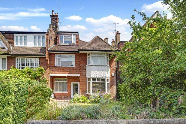 2 Bedrooms Flat for sale in Cholmeley Park, Highgate Village, London, N6