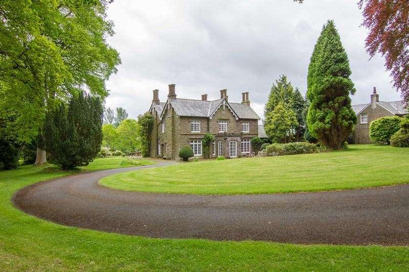 6 Bedrooms Detached House for sale in Llanbedr, Crickhowell