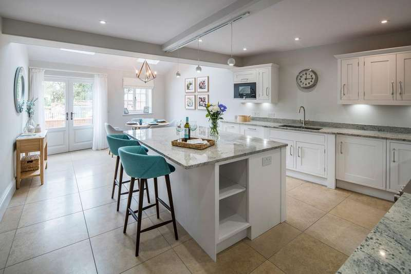 4 Bedrooms Town House for sale in Warwick CV34