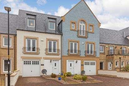 3 Bedrooms Terraced House for sale in Harbourside, Inverkip