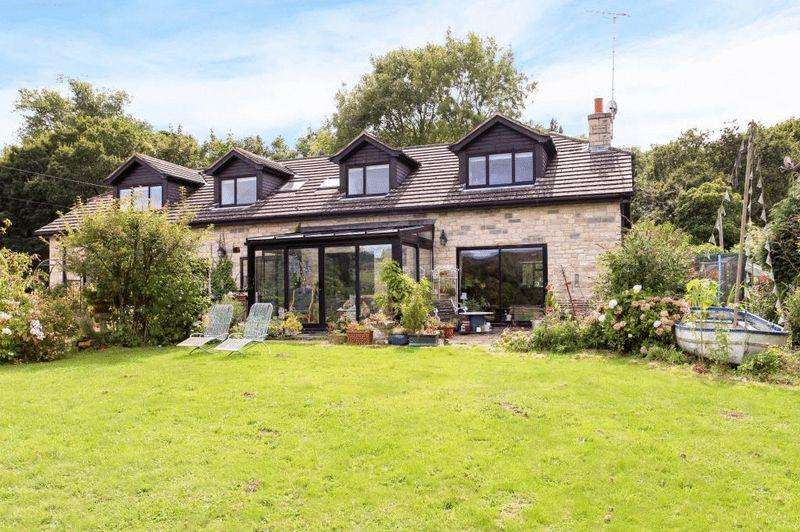 5 Bedrooms Detached House for sale in Harmans Cross