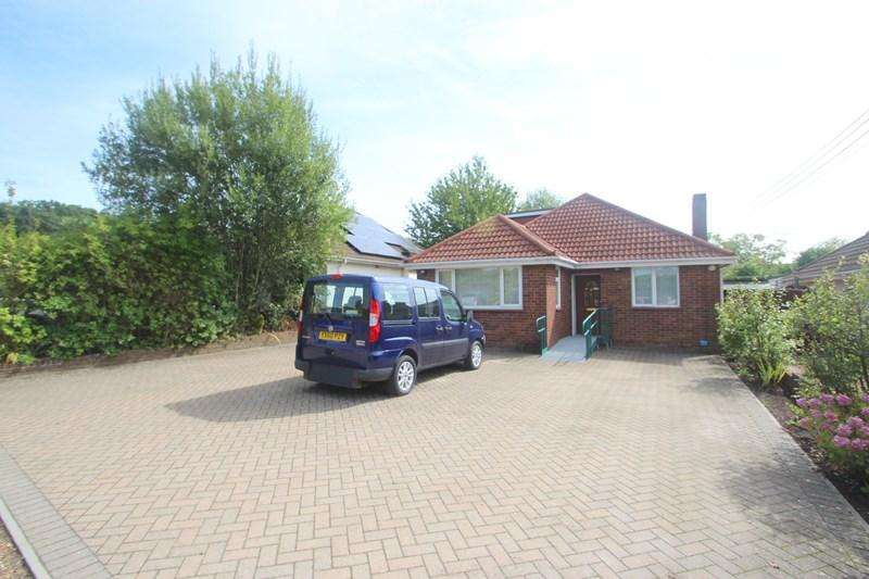 3 Bedrooms Detached Bungalow for sale in Manor Crescent, Bursledon, Southampton