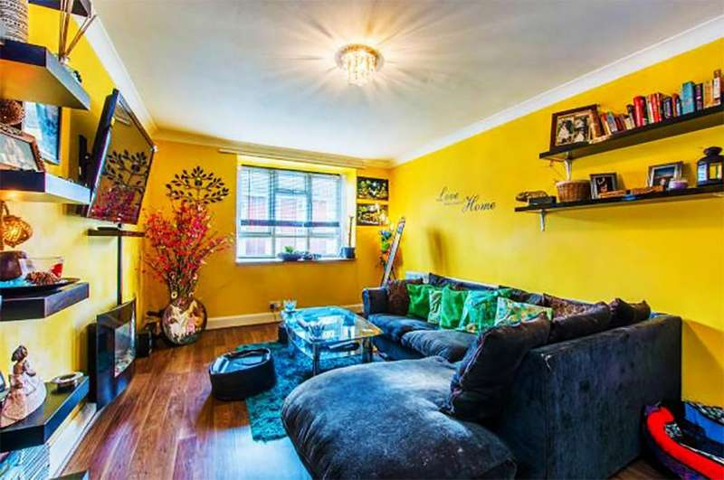 2 Bedrooms Maisonette Flat for sale in Smallwood Road, Tooting, Tooting, SW17 0TW