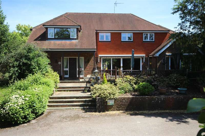 5 Bedrooms Detached House for sale in Great Oakes, Tunbridge Lane, Bramshott