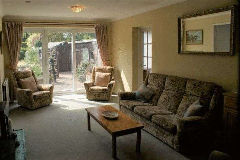 4 Bedrooms Property for sale in Milton Way, Ruscombe
