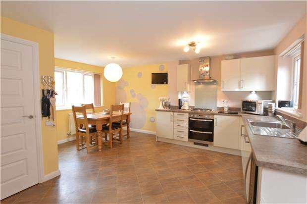 3 Bedrooms Detached House for sale in Blackberry Close, Yate, Bristol, BS37 7DE