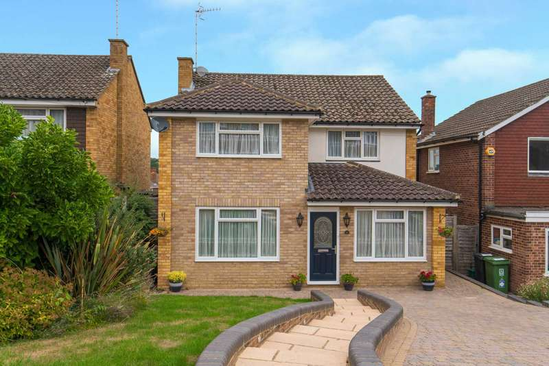 4 Bedrooms Detached House for sale in Extended 4/5 Bedroom Detached with En-Suite & Off Road Parking