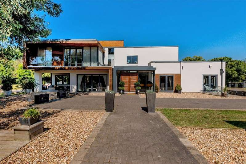 5 Bedrooms Detached House for sale in Copse Lane, Hayling Island, Hampshire