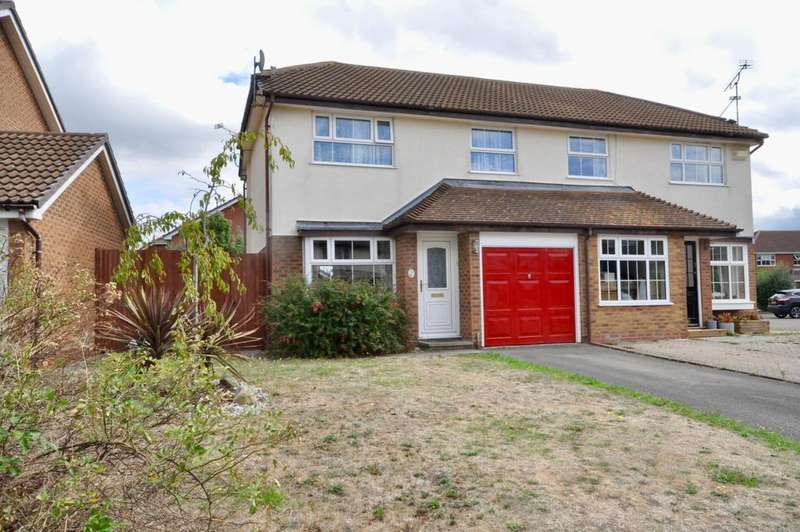 3 Bedrooms Semi Detached House for sale in Nimrod Close, Woodley, Reading, RG5 4UW
