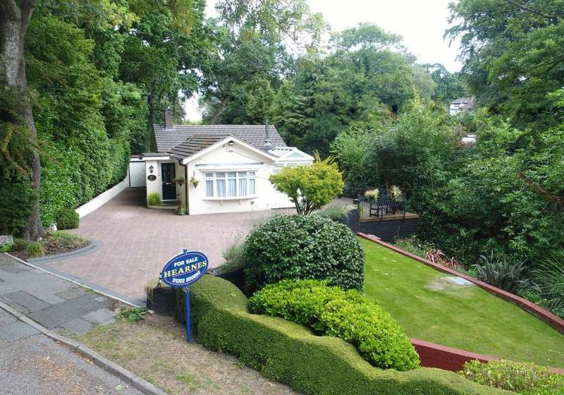 4 Bedrooms Detached Bungalow for sale in Wood Lane, Bearwood