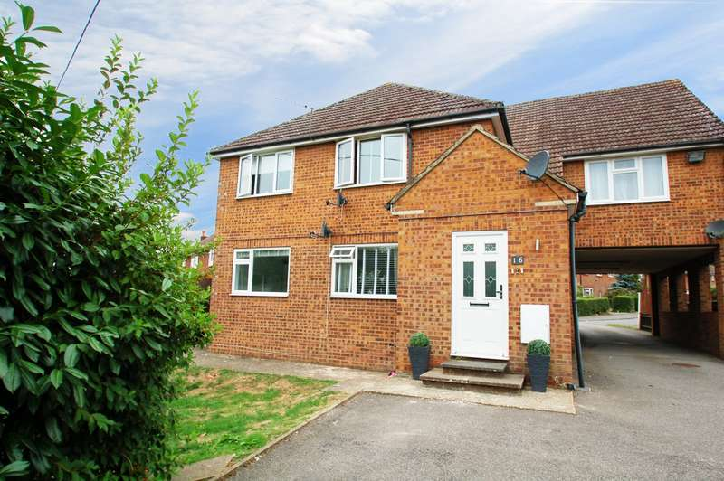 2 Bedrooms Flat for sale in Ring Road, Flackwell Heath, HP10