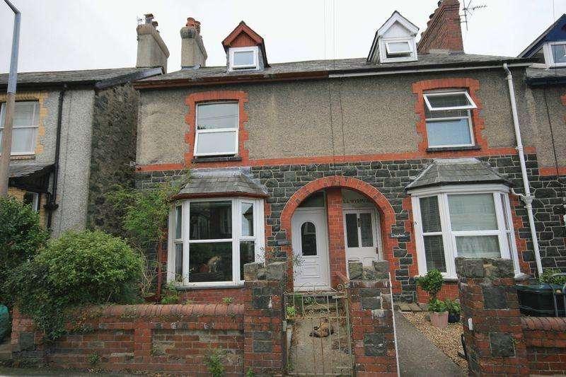 3 Bedrooms Terraced House for sale in Valley Road, Llanfairfechan