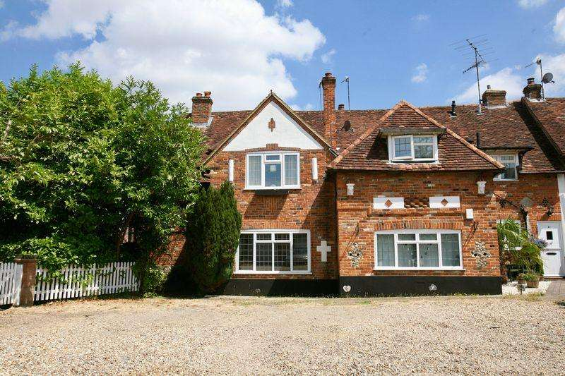 2 Bedrooms Apartment Flat for sale in Barn Court, High Wycombe