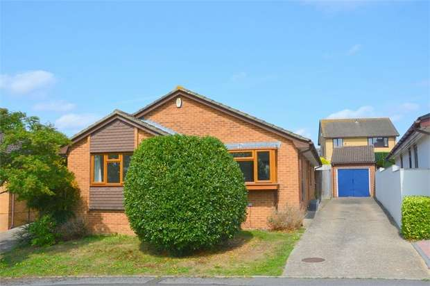 3 Bedrooms Detached Bungalow for sale in Valley View, Talbot Village, Poole