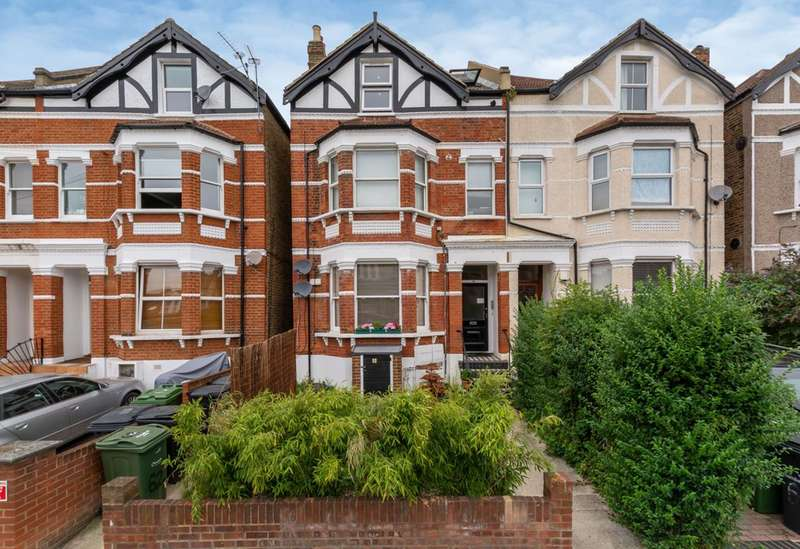 3 Bedrooms Flat for sale in Gleneagle Road, Streatham Park, SW16