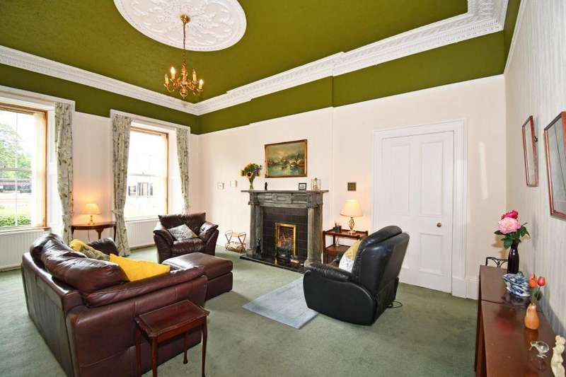 2 Bedrooms Ground Flat for sale in 174/2 Newhaven Road, Edinburgh, EH6 4QB
