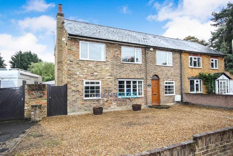 5 Bedrooms Semi Detached House for sale in Uxbridge Road, Iver.
