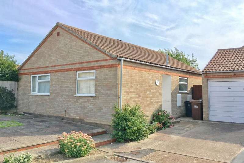 2 Bedrooms Detached Bungalow for sale in Wade Close, Eastbourne, BN23