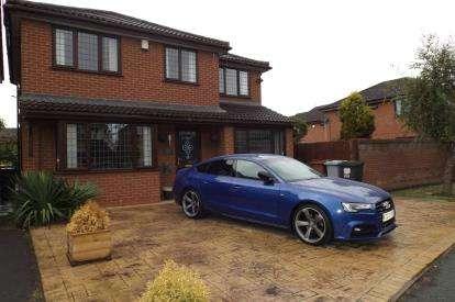 4 Bedrooms Detached House for sale in Elmstead Crescent, Crewe, Cheshire