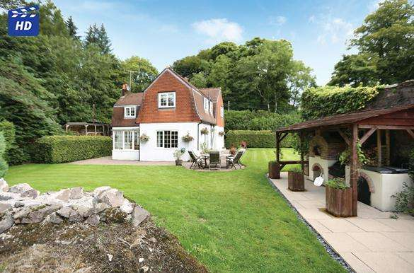 4 Bedrooms Detached House for sale in The Dolls House Cuilts Road, Blanefield, G63 9AT