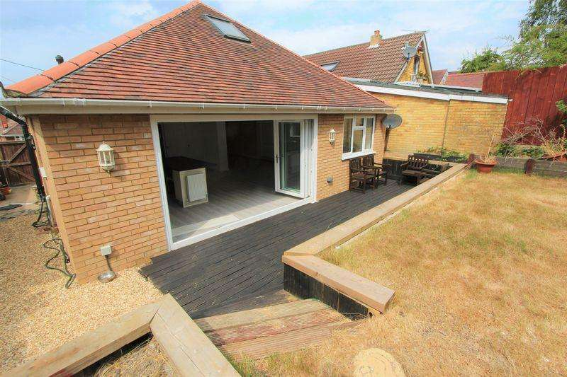 4 Bedrooms Bungalow for sale in Solent Avenue, Southampton