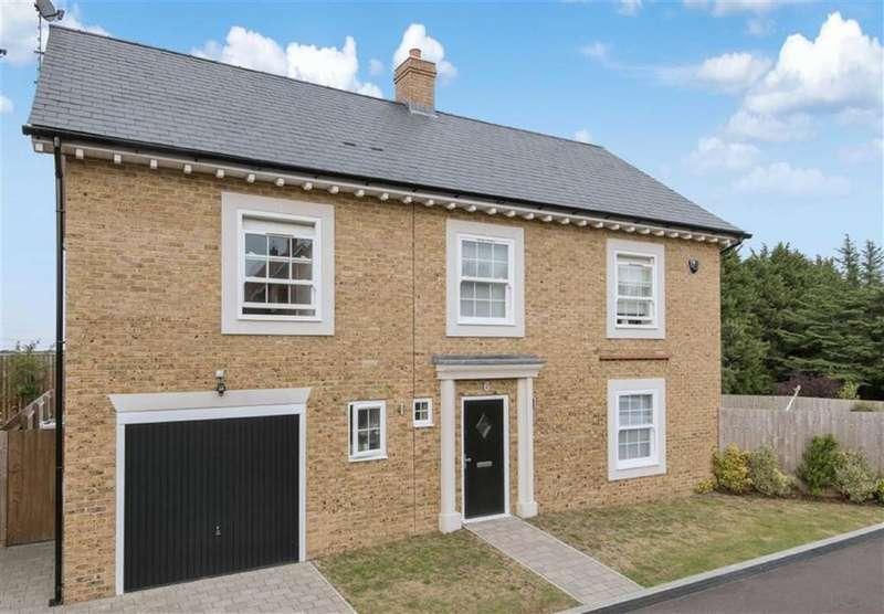 5 Bedrooms Detached House for sale in Bentley Place, Bentley Heath, Hertfordshire