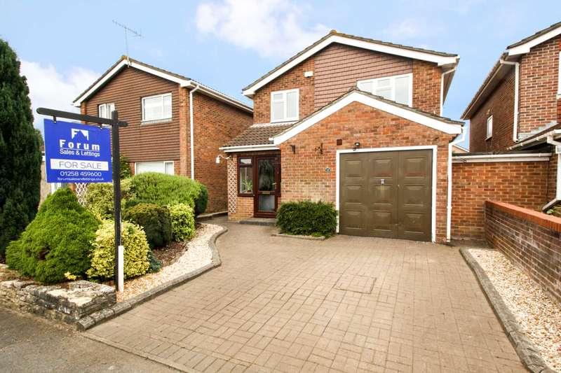 4 Bedrooms Detached House for sale in Hambledon Gardens, Blandford Forum