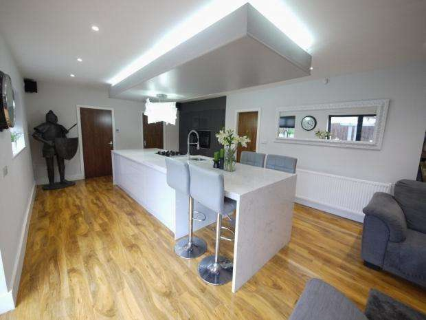 4 Bedrooms Detached House for sale in Halifax Road Hove Edge Calderdale