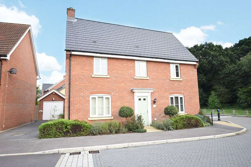 4 Bedrooms Detached House for sale in Browning Copse, Bracknell, Berkshire, RG12