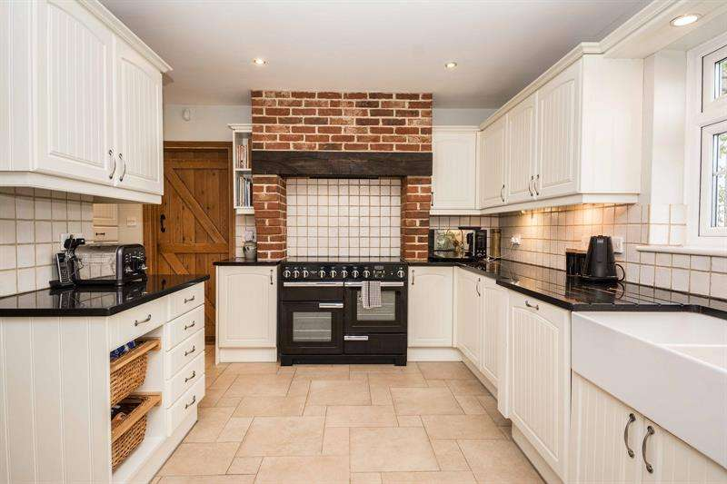 4 Bedrooms Semi Detached House for sale in Newtown Road Warsash Southampton