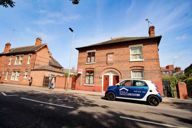 3 Bedrooms Semi Detached House for sale in St Saviours Road, Leicester, LE5