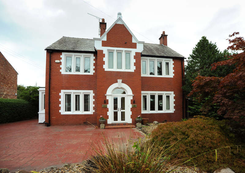 5 Bedrooms Detached House for sale in Dialstone Lane, Offerton, Stockport SK2 6AU